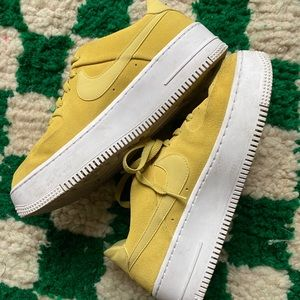 GREEN SUEDE NIKE LOW AIR FORCE 1s